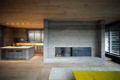 Wohnzimmer in umgebauten Stall mit Beton und Holz