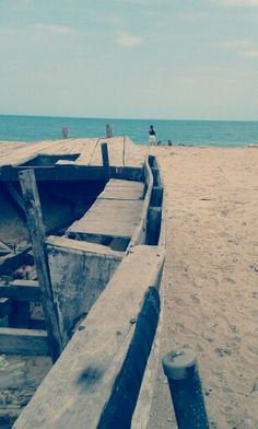 Ancient boat on the beach. Atlantic Ocean, Outdoor Furniture, Outdoor Decor, Boat, Colombia, Dinghy, Boats, Backyard Furniture, Lawn Furniture