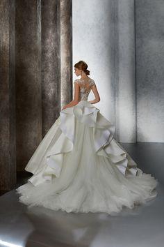 Stunning Wedding Dresses, Perfect Wedding Dress, Designer Wedding Dresses, Beautiful Gowns, Beautiful Bride, Beautiful Outfits, One Shoulder Wedding Dress, Dress Vestidos, 15 Dresses