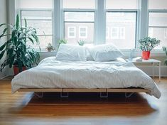 Floyd, an Ikea-alternative furniture maker from Detroit, and creators of the popular Floyd Leg have now presented the Floyd Platform Bed. The DIY bed is a minimal, easy-to-assemble bed frame that's modular and fits into any bedroom, any space