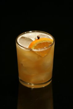 Bee's Knees (El Vaquero Version) —50 ml aged rum, 25 ml honey syrup, 25 ml fresh lemon juice — Shake. Tumbler with ice. Garnish with quartered orange with clove.