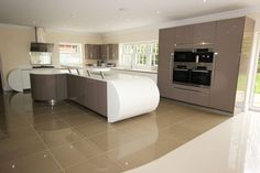 Curved kitchens from LWK Kitchens, German Kitchen supplier - Kitchen with curves…