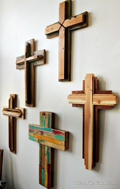 Rustic, Reclaimed Wood Crosses, http://bec4-beyondthepicketfence.blogspot.com/2016/02/reclaimed-wood-crosses.html