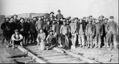 A Chinese raildroad track gang, circa. Chinese migrant workers were brought to Canada to build the Canadian Pacific Railway in but were discarded as unwanted labourers once the CPR was completed. Canadian History, Us History, American History, Canadian Pacific Railway, Migrant Worker, Chinese American, Native American, Old West, Historical Photos