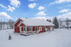 A country cottage to enjoy any season, located near Ruka. Skiing, Cottage, House Styles, Cabins, Home Decor, Ski, Decoration Home, Room Decor, Cottages
