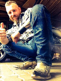 Cowboy Boots for ever. Cowboy Outfits, Komplette Outfits, Hot Country Boys, Hot Cowboys, Ab Workout Men, Awesome Beards, Cool Boots, Bearded Men, Cute Guys