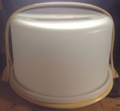 "Tupperware Harvest Gold Cake Taker Carrier 10"" w/ strap handle Vintage #tupperware"