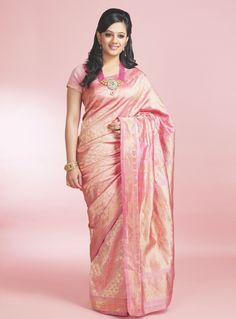 Pink Saree with Pink heavy neck piece is the way to go! #Pink #SpruhaJoshi #Jewellery #traditional #simple