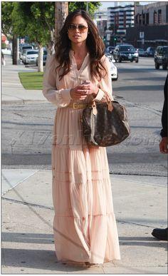 Vanessa Minnillo Lachey wearing Louis Vuitton Monogram Speedy Bag and Mango Dress. Vanessa Minnillo, Celebrity Gossip, Celebrity Photos, Celebrity Style, Star Fashion, Love Fashion, Fashion Models, Error, Bohemian