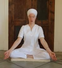 3½ Cycle Laya Yoga Chant | 3HO Kundalini Yoga - A Healthy, Happy, Holy Way of Life. This chant meditation bring the soul and destiny present. It lets your activity serve your purpose. It makes you creative and focused on your real priorities and helps you sacrifice what is needed to accomplish them.