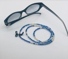 No te pierdas este artículo de mi tienda de #etsy: Collar para tus gafas. Hecho a mano en colores brillantes. Modelo especial Color Plata, Collar, Jewlery, Etsy, Templates, Bright Colors, Color Coordination, Blue Nails, Lanyards