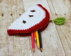 Repeat Crafter Me: Crochet Apple Pouch Pattern