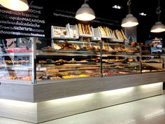 Lámparas Mey sobre el mostrador de las panaderías Lazareno Gourmet.