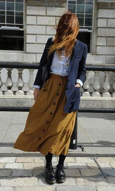 Tenho uma saia parecida. Boas ideias pra misturar o look