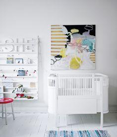 Kily baby and junior bed. Nursery room, baby room, white crib, cuna, bebé,