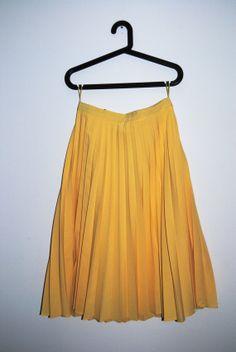Pretty Vintage Yellow Accordion Skirt
