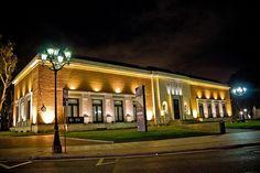 Museo de Bellas Artes de Bilbao, desde la ventanilla del coche parado ante el semáforo...