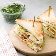Sandwich Recipes 167829523591233538 - Club sandwich royal au poulet / Chicken sandwich Source by mcidees Club Sandwich Poulet, Roast Beef Sandwich, Club Sandwich Recipes, Chicken Sandwich, Bacon Sandwich, Breakfast And Brunch, Healthy Sandwiches, Sandwiches For Lunch, Breakfast Sandwiches
