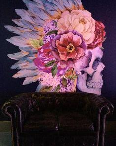 By lederniercriblog: Artist  Night  @lianabonaiti #paint #igersitalia #igersbergamo #nofilter #travel #vivobergamo #visitbergamo #traveller #explore #bloggers #picoftheday #design #landscape #vscocam #instadaily #skull #landscape #contratahotel