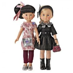 Poupées en tenues de fêtes avec robes en satin rose et taffetas noir