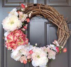 décoration printemps avec une couronne de branches et fleurs