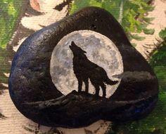 Wolf Painting, Pebble Painting, Pebble Art, Stone Painting, Rock Painting Patterns, Rock Painting Ideas Easy, Rock Painting Designs, Stone Crafts, Rock Crafts