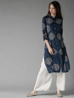 Simple Kurta Designs, Stylish Dress Designs, Kurta Designs Women, Stylish Dresses, Blouse Designs, Dress Indian Style, Indian Dresses, Indian Outfits, Casual College Outfits