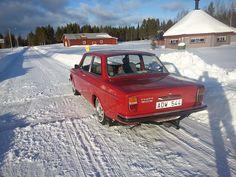 Volvo 142 DL 1971. On Veteranrallyt in Lycksele, Sweden in Winter 2015.