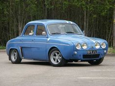 Little French beauty. Renault Sport, French Icons, Combi Vw, Datsun 510, Fiat 500, Sport Cars, Old Cars, Custom Cars, Cars And Motorcycles