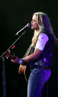 Musician Miranda Lambert performs onstage during the first ever Academy Of Country Music New Artists' Show Party for a Cause, benefiting the ACM Charitable Fund held at the MGM Grand Ballroom, MGM Grand Conference Center on May 2007 in Las Vegas, Nevada. Academy Of Country Music, Country Music Artists, Country Singers, Red Taylor, Taylor Swift Red, Maranda Lambert, Miranda Lambert Photos, Carolyn Jones, Taylor Swift Facts
