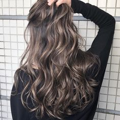 Best gorgeous hair colors to inspire your new look - page 37 Balayage Ombré, Brown Hair Balayage, Brown Hair With Highlights, Hair Color Balayage, Gorgeous Hair Color, Cool Hair Color, Hair Colors, Permed Hairstyles, Pretty Hairstyles