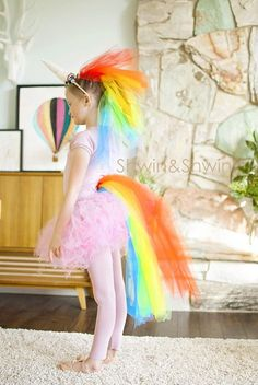 Für alle Fans: tolles Regenbogen-Einhorn für Tutorial: Rainbow unicorn Halloween costume If your child asked you to make a rainbow unicorn Halloween costume, would you be up fro the challenge? Shauna from Shwin & Shwin was, and this is the fabul Unicorn Halloween Costume, Hallowen Costume, Diy Girls Halloween Costumes, Unicorn Costume For Kids, Costume Ideas, Diy Halloween Costumes For Girls, Kids Costumes Girls, Costume For Girls, Easy Diy Costumes