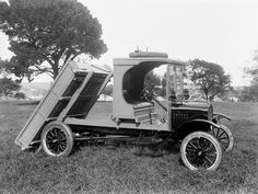 Check out this gem 💎 1918 Ford Model TT Dump truck ➖➖➖➖➖➖➖➖➖➖ Old Pickup Trucks, Dump Trucks, Cool Trucks, Big Trucks, Antique Trucks, Vintage Trucks, Antique Cars, Ford Classic Cars, Classic Trucks