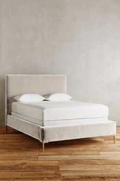 Slide View: 1: Velvet Edlyn Bed