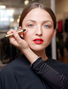 YSL Backstage Touch Eclat -How to apply correctly