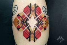 Brian Gomes, tatuador brasileiro especializado em dotwork (pontilhismo) e tribal, resgata na pele as vibrações da alma de cada cliente. Conheça o trabalho!