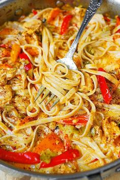 Mexican Chicken Dinner Recipes is Among the Favorite Dinner Recipes Of Many Persons Across the World. Besides Simple to Create and Great Taste, This Mexican Chicken Dinner Recipes Also Health Indeed. Mexican Chicken Pasta Recipe, Mexican Chicken Spaghetti, Mexican Pasta, Mexican Food Recipes, Chicken Recipes, Dinner Recipes, Dinner Ideas, Chilis Cajun Chicken Pasta, Shrimp Pasta