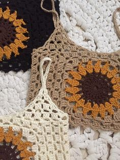 Sunflower crochet top size M 38 Easy Crochet Hat Patterns, Crochet Baby Dress Pattern, Crochet Halter Tops, Crochet Crop Top, Cotton Crochet, Diy Crochet, Crochet Designs, Motif Mandala Crochet, Crop Top Pattern