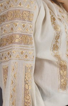 handmade hemstitch - the perfection of the embroidery Women's Fashion Dresses, Hijab Fashion, Boho Fashion, Folk Embroidery, Hand Embroidery Stitches, Visit Romania, Couture Sewing, Folk Costume, Peasant Blouse