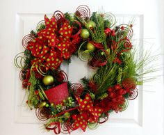 Green and Red Wreath * Christmas Wreath * Top Hat Wreath * Christmas Decor * Holiday Wreath * Holiday Decor * Front Door Wreath * Winter by englishrosedesignsoh on Etsy