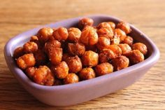 In Erika's Kitchen: Smoky roasted chickpeas Great Recipes, Dog Food Recipes, Favorite Recipes, Chickpea Recipes, Vegetarian Recipes, Vegan Vegetarian, Lunch Snacks, Healthy Snacks, Roasted Peas