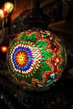 Tradicionales Lámparas De época Turca Sobre Fondo Claro En La Noche Fotos, Retratos, Imágenes Y Fotografía De Archivo Libres De Derecho. Image 12636812.