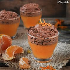 Gelatina de mandarina con mousse de chocolate | L'Exquisit Sweet Desserts, Healthy Desserts, Just Desserts, Sweet Recipes, Jello Recipes, Dessert Recipes, Delicious Deserts, Yummy Food, How Sweet Eats