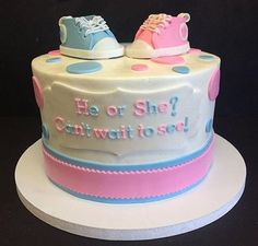 Jenni JWoww Farley baby gender reveal cake. Source: jennifarley.com