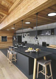 Cuisine noire au design sublimé avec du bois