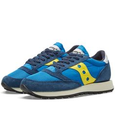 A Saucony classic, the Jazz Original Vintage harks back to the origins of the design, appearing in an array of retro colourways and retaining the clean lines and athletic detailing that made it such a hit first time around. Constructed with premium suede and breathable nylon mesh uppers this sneaker boasts a pleasingly textured aesthetic, sat atop a double-density foam midsole and rugged outsole, initially designed to ensure maximum traction while trail running. Suede Uppers Nylon Mesh…