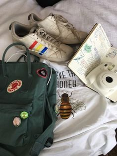 "this is what the kids call ""aesthetic"" Mochila Kanken, Kanken Backpack, Grunge Style, Soft Grunge, Grunge Outfits, Fashion Outfits, Womens Fashion, Books And Tea, Looks Style"