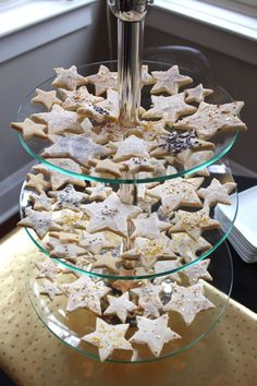 40 Romantische Sternenklare Nacht Hochzeit Ideen Star-shaped cookies with gold and silver leaves and edible pearls Birthday Star, 15th Birthday, Birthday Party Themes, Birthday Cookies, Prom Decor, Wedding Decor, Wedding Ideas, Star Sugar Cookies, Starry Night Wedding