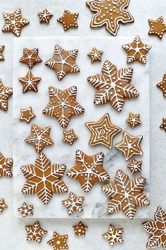 Iced Gingerbread Cookies - the classic Christmas cookie! - Iced Gingerbread Cookies – the classic Christmas cookie! Snowflake Cookies, Star Cookies, Christmas Cookies, Cookies Soft, Halloween Cookies, Cake Cookies, Christmas Sweets, Christmas Gingerbread, Christmas Crafts