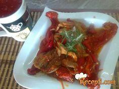 Recept za Bećar paprikaš. Za spremanje ovog jela neophodno je pripremiti pileće meso, luk, paradajz, papriku, ulje, so, začin, mirođiju.